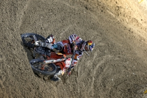 HERLINGS WINS MX2 IN QATAR; CAIROLI THIRD IN MXGP
